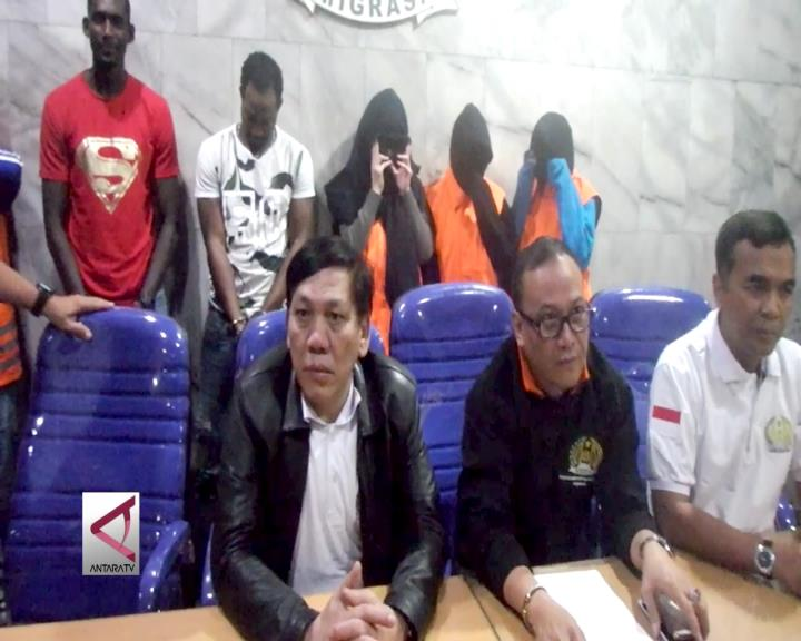 Imigrasi Surabaya Tangkap 6 WNA Tanpa Dokumen
