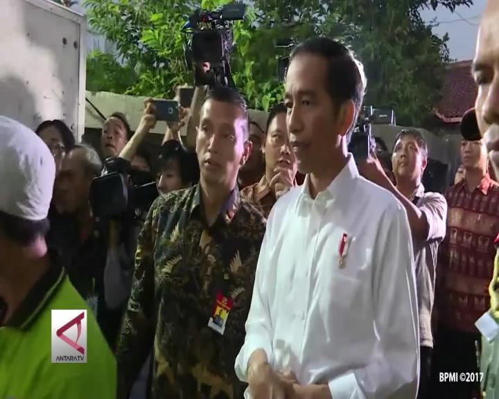 Presiden Bagikan 450 Paket Sembako di Bogor