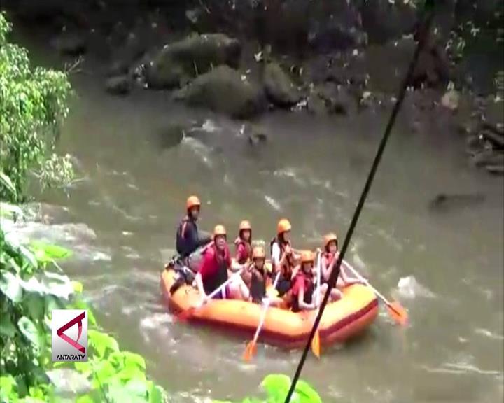 Obama Coba Destinasi Rafting di Ubud Bali