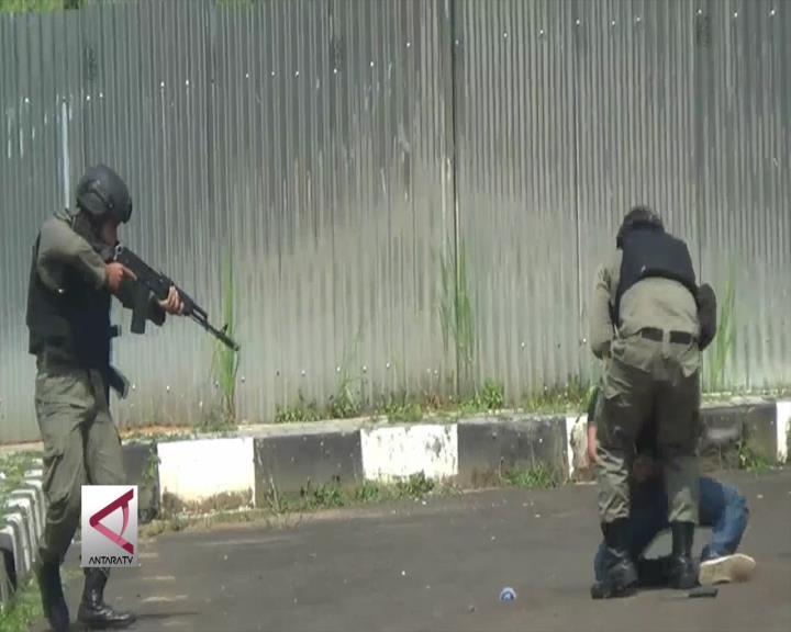 Simulasi Pembebasan Gubernur Banten dari Teroris