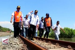 Rel kereta api terendam kembali beroperasi