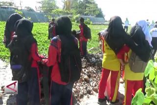 Aksi bersih-bersih Pantai Gondoriah, Pariaman