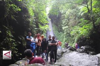 Menikmati segarnya wisata Air Terjun Srambang Ngawi