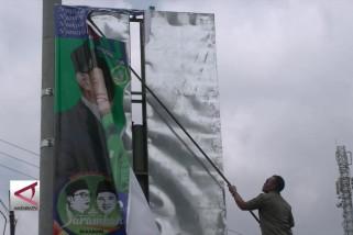 Panwaslu Sukabumi tertibkan alat peraga calon kepala daerah