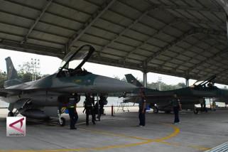 Lima pesawat tempur F-16 C/D Block 52ID tiba di Pekanbaru