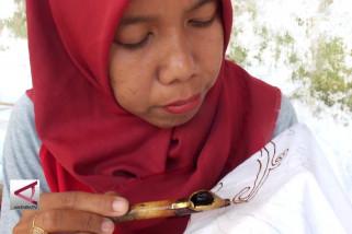 Jaga kelestarian hutan melalui batik meru betiri