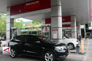 Menteri BUMN Minta Pertamina Jaga Pasokan Premium