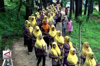 Kenthong Rampak, ekspresi kebersamaan perempuan dlingo