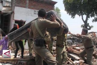 Pemkot Semarang bongkar bangunan liar di bantaran sungai