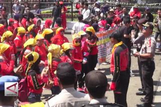 Ribuan Buruh turun gelar aksi damai di Bandung