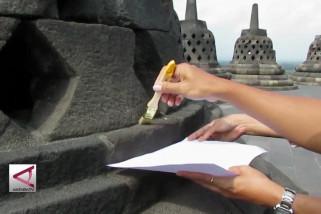 BKB bersihkan abu vulkanik di Candi Borobudur