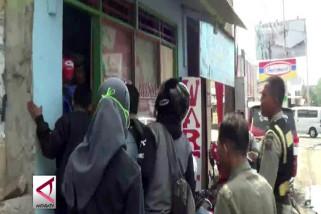 Buka saat siang, rumah makan di Serang terancam tipiring