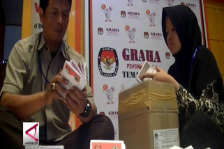 KPU Temanggung sortir dan lipat surat suara