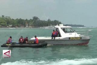 Petugas berlakukan pembatasan jam operasi di Pantai Anyer
