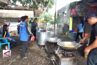 Bantuan untuk korban banjir bandang terus mengalir