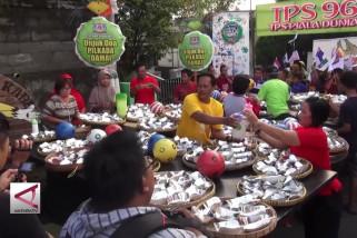Doa bersama Pilgub damai dengan bagi 500 bubur