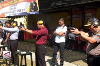 TNI – Polri dan masyarakat adu tembak pakai revolver