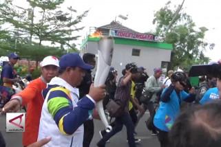 Obor Asian Games diiringi pedagang Pasar Terapung Martapura