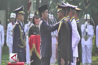 Presiden Anugerahi 4 Perwira Bintang Adhi Makayasa