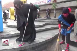 Belasan ribu warga gotong-royong bersihkan kota