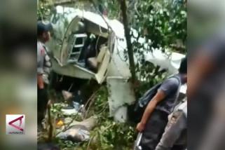 Satu penumpang selamat pesawat Demonim yang jatuh dievakuasi
