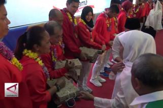 Khofifah & Emil beri tali asih para Atlet Asian Games