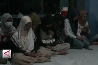 Kibarkan bendera setengah tiang, mahasiswa Sulteng di Jogja berduka