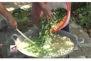 Pererat silaturrahmi dalam tradisi membuat bubur asyura