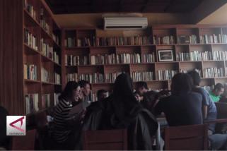 Keunikan kafe berkonsep perpustakaan