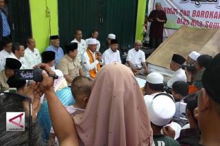 Prabowo dihadiahi Al-Quran raksasa