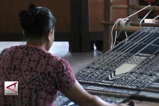 Mufidah Jusuf Kalla  ajak Dekranasda pasarkan  online