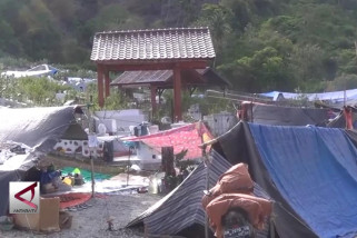 Melihat suasana tenda pengungsian di Donggala