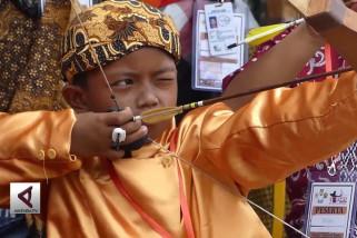 Ratusan pemanah tradisional bertanding di kota Solo