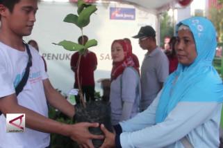Warga Semarang rayakan CFD lewat tukar sampah dengan bibit pohon