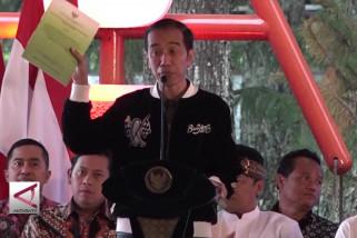 Presiden bagikan SK Izin pemanfaatan lahan perhutanan