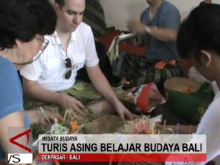 Wisatawan Asing Belajar Budaya Bali