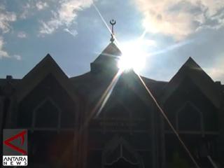 Al-Markaz, Masjid Bergaya Arab Dan Makassar