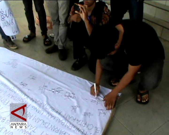 Mahasiswa Protes Biaya Kuliah