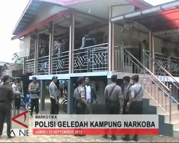 Polisi Geledah Kampung Narkoba