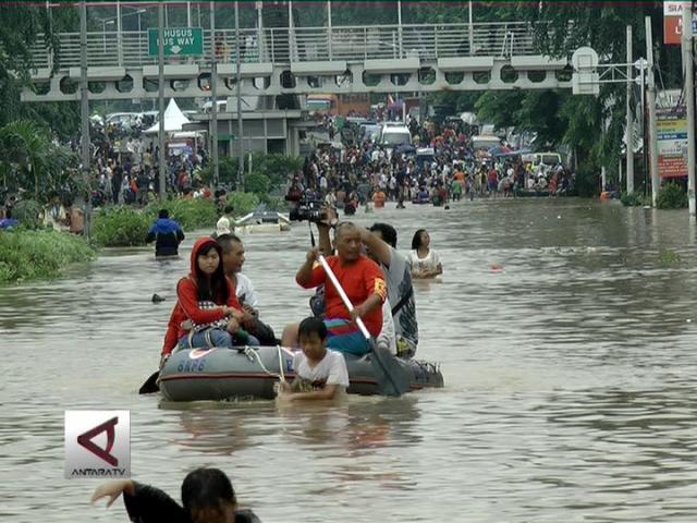 Relawan Kesehatan Bantu Posko Banjir