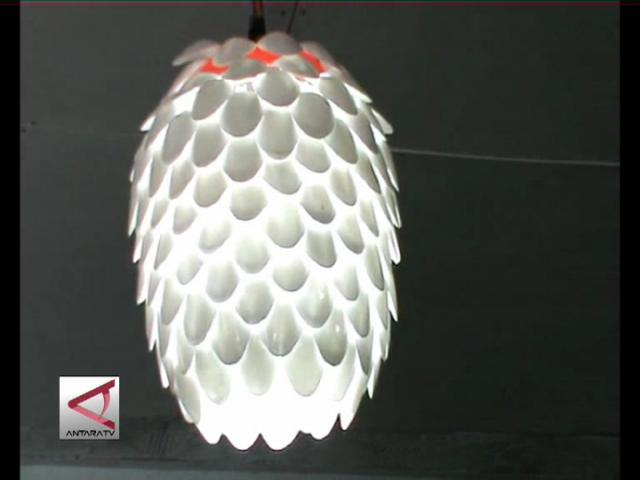 Lampu Unik dari Limbah Plastik