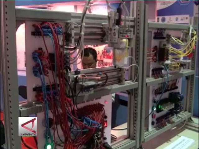 SMK 1 Batam Buat  Mesin Dan Robot  Industri