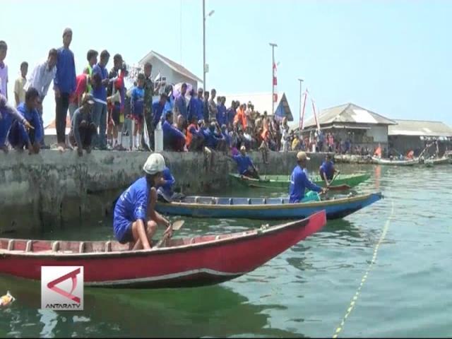Rayakan Agustusan Nelayan Balap Sampan