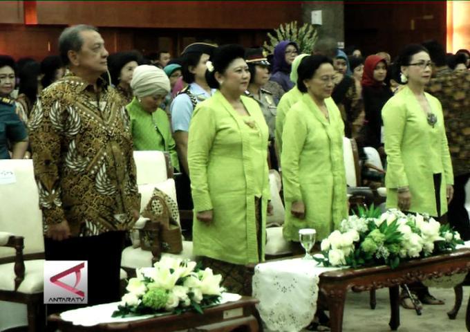 Ibu Negara Peringati Hari Batik Nasional