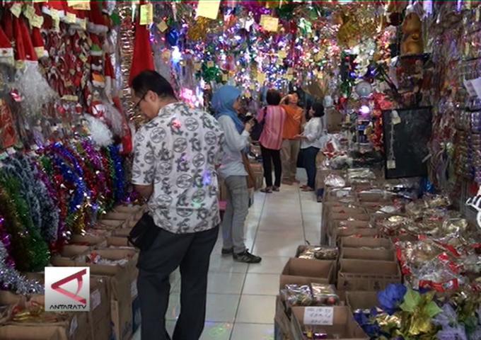 Pernak-Pernik Natal Di Pasar Asemka