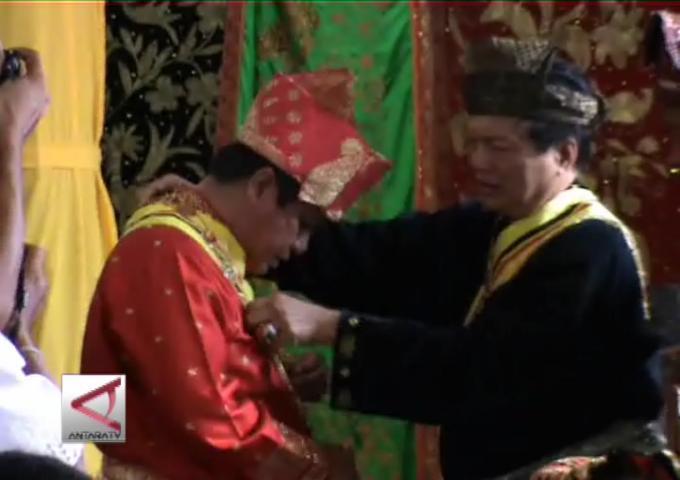 Gelar Adat Minangkabau Untuk Gubernur Jambi