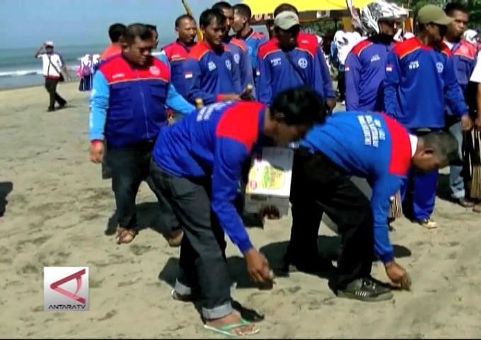 Bersih Pantai Sukabumi Pecahkan Rekor Muri
