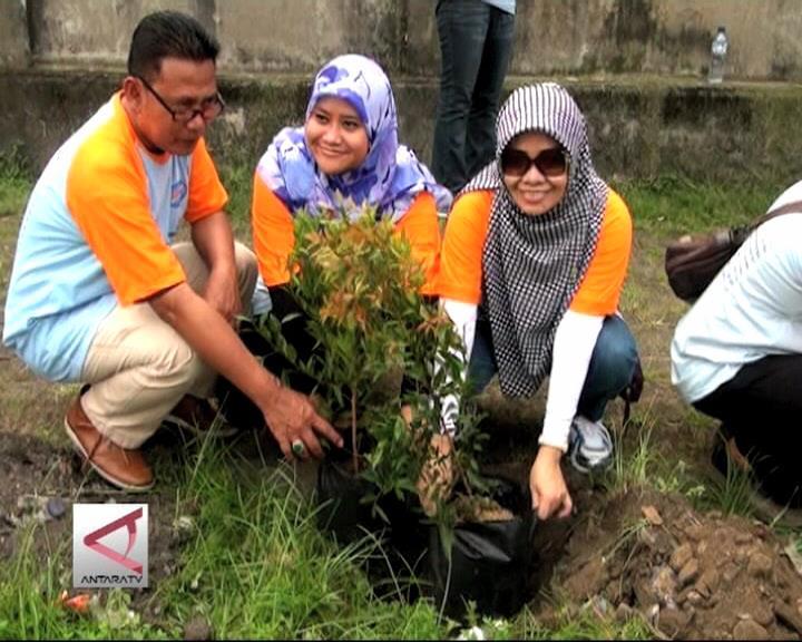 Aksi Menanam Pohon Di Hari Buruh