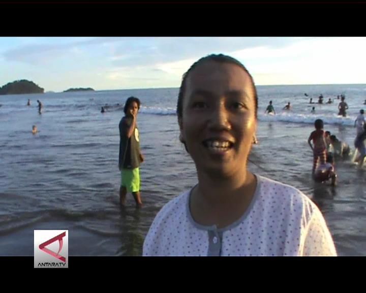 Tradisi Balimau Di Pantai Padang