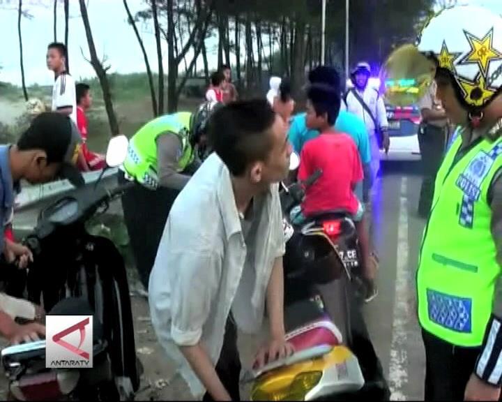 Polisi Bubarkan Balap Liar Subuh
